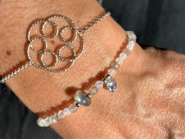 Edelsteinarmband Mondstein weiß und grau - Zyklus-Ausgleich und Harmonie 4 SanjaNatur