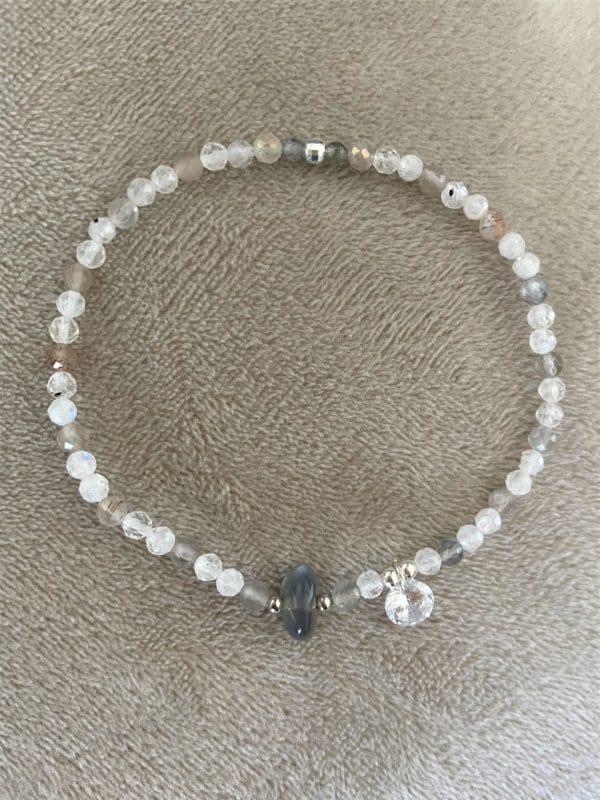 Edelsteinarmband Mondstein weiß und grau - Zyklus-Ausgleich und Harmonie 3 SanjaNatur
