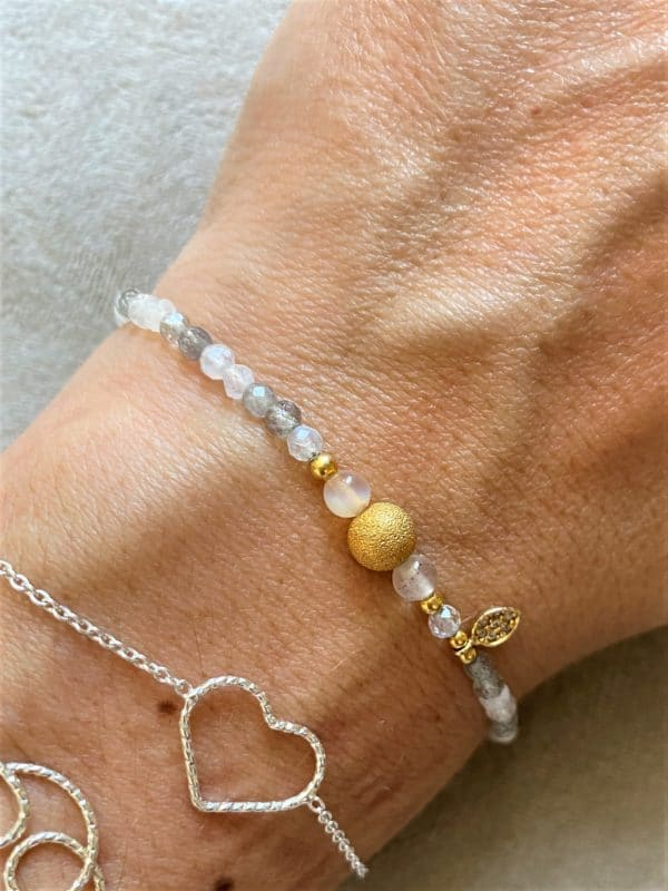 Edelsteinarmband glitzernder Labradorit mit Carneol und gold Blättchen - Faszination 4 SanjaNatur