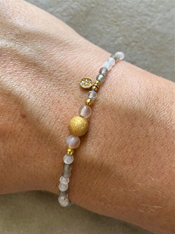 Edelsteinarmband glitzernder Labradorit mit Carneol und gold Blättchen - Faszination 1 SanjaNatur