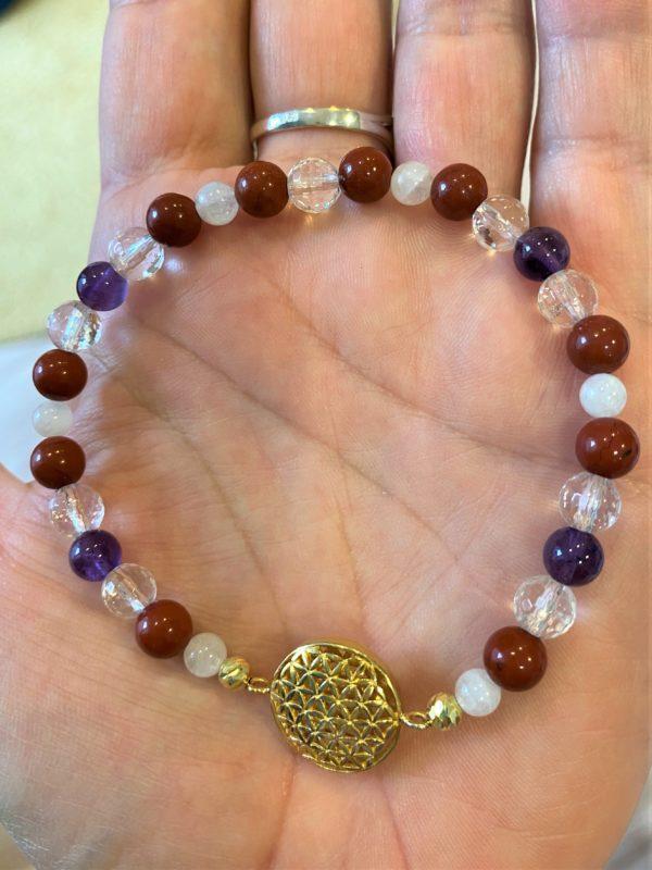 Edelsteinarmband roter Jaspis mit Amethyst und Bergkristall - goldene Blume des Lebens 1 SanjaNatur
