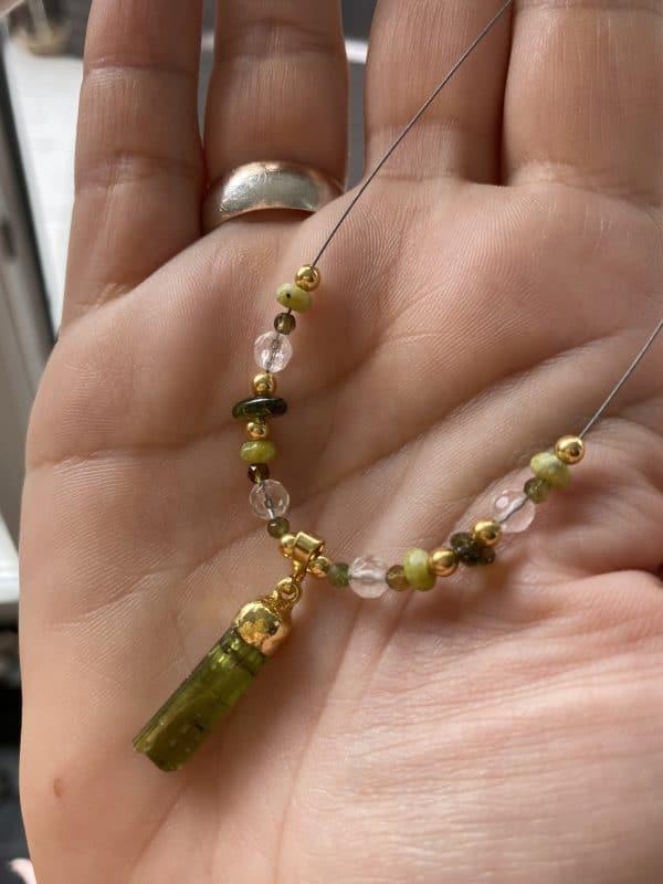 Heilsteinkette grüner Turmalin mit Bergkristall und Lizardit - Gold - Erholung und Ausgleich 2 SanjaNatur