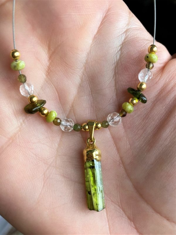 Heilsteinkette grüner Turmalin mit Bergkristall und Lizardit - Gold - Erholung und Ausgleich 1 SanjaNatur