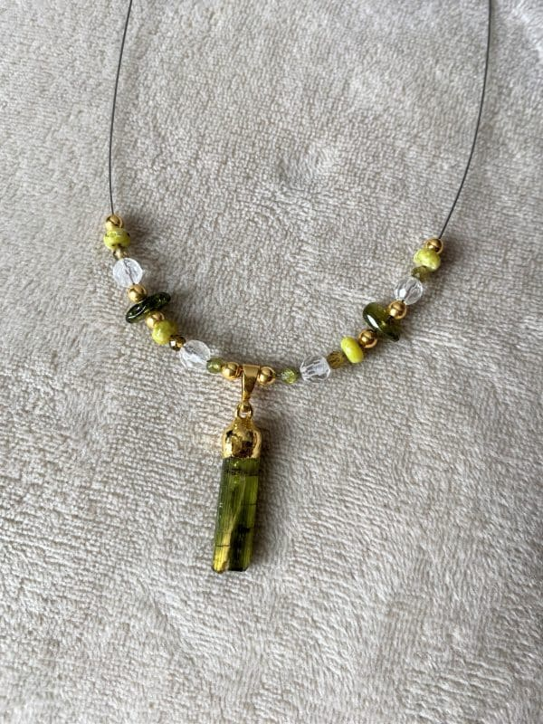 Heilsteinkette grüner Turmalin mit Bergkristall und Lizardit - Gold - Erholung und Ausgleich 5 SanjaNatur