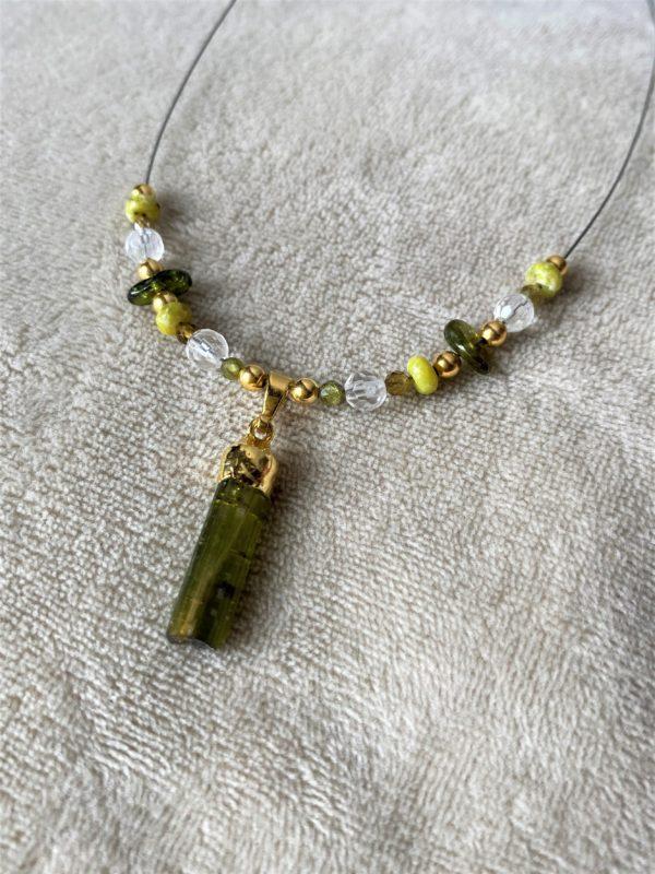 Heilsteinkette grüner Turmalin mit Bergkristall und Lizardit - Gold - Erholung und Ausgleich 6 SanjaNatur