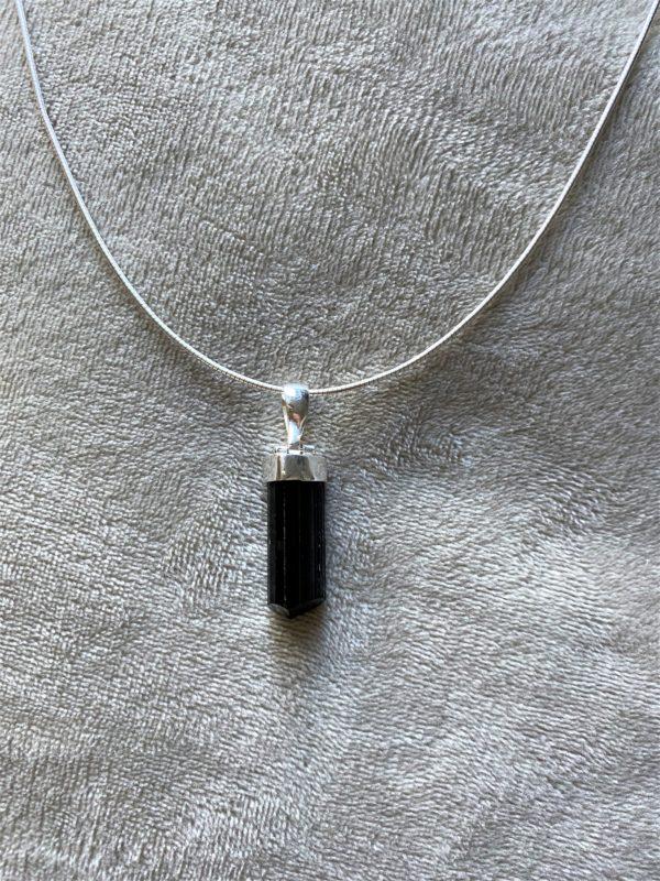 Anhänger mit Omega Reif Silber - schwarzer Turmalin - Schörl-Kristall - Schutz und Sicherheit 2 SanjaNatur