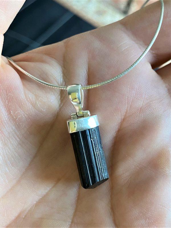Anhänger mit Omega Reif Silber - schwarzer Turmalin - Schörl-Kristall - Schutz und Sicherheit 4 SanjaNatur