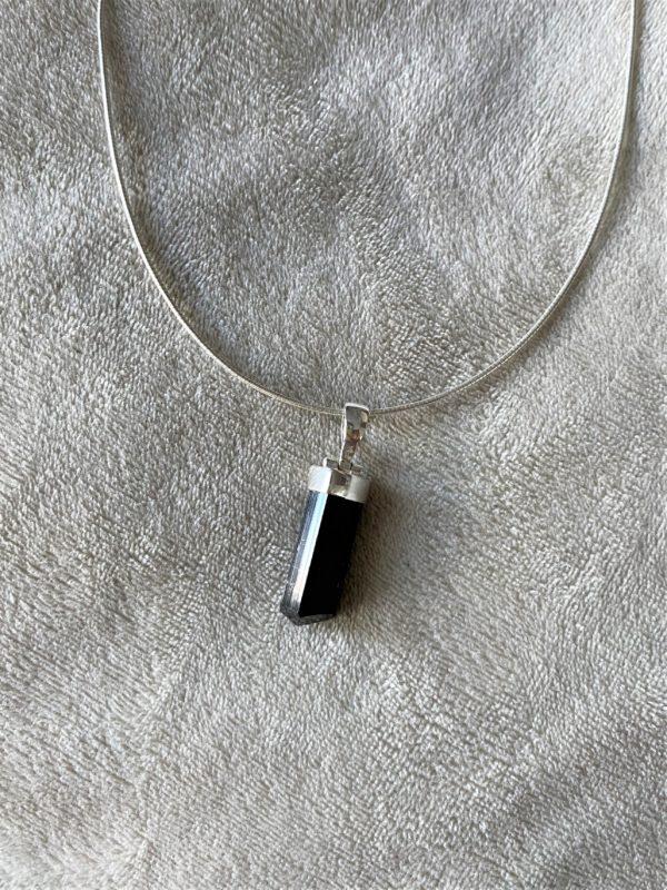 Anhänger mit Omega Reif Silber - schwarzer Turmalin - Schörl-Kristall - Schutz und Sicherheit 1 SanjaNatur