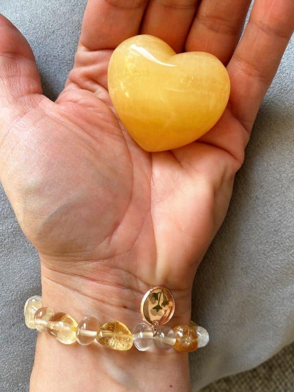 Set: Edelsteinarmband Citrin und Bergkristall mit Blütenanhänger + Orangencalzit Herz - Selbstliebe 4 SanjaNatur