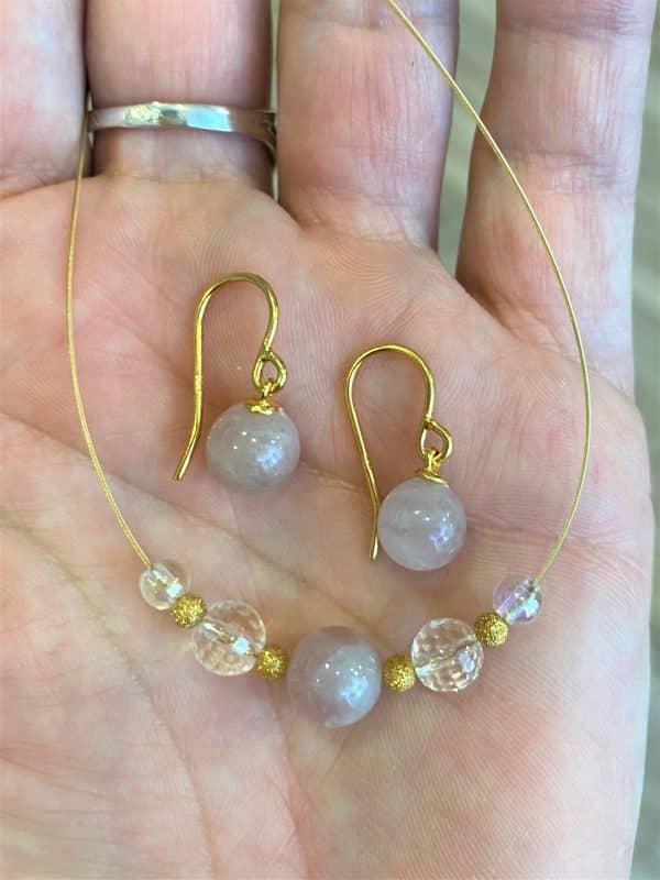 Set: Heilsteinkette Rosenquarz mit Bergkristall + passende Ohrhänger - Gold 1 SanjaNatur