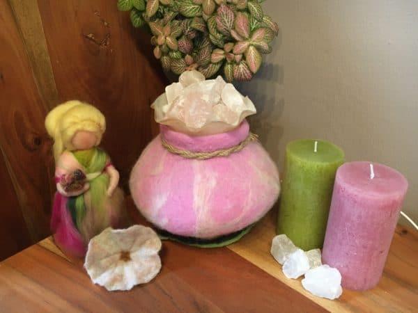 Edelstein Filzlampe 018 - rosa glanzfein weiß mit Bergkristall und Rosenquarz 6 SanjaNatur