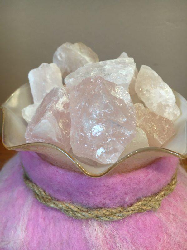 Edelstein Filzlampe 018 - rosa glanzfein weiß mit Bergkristall und Rosenquarz 7 SanjaNatur