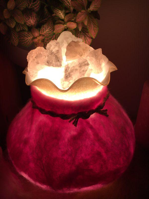 Edelstein Filzlampe 018 - rosa glanzfein weiß mit Bergkristall und Rosenquarz 4 SanjaNatur