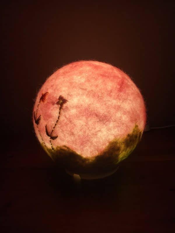 Filzlampe Ø17cm Blumendesign 013 - rosa grün mit gestickten Blümchen 7 SanjaNatur
