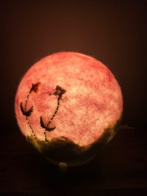 Filzlampe Ø17cm Blumendesign 013 - rosa grün mit gestickten Blümchen 6 SanjaNatur