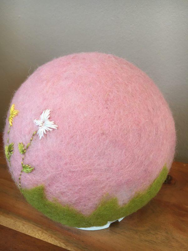 Filzlampe Ø17cm Blumendesign 013 - rosa grün mit gestickten Blümchen 5 SanjaNatur