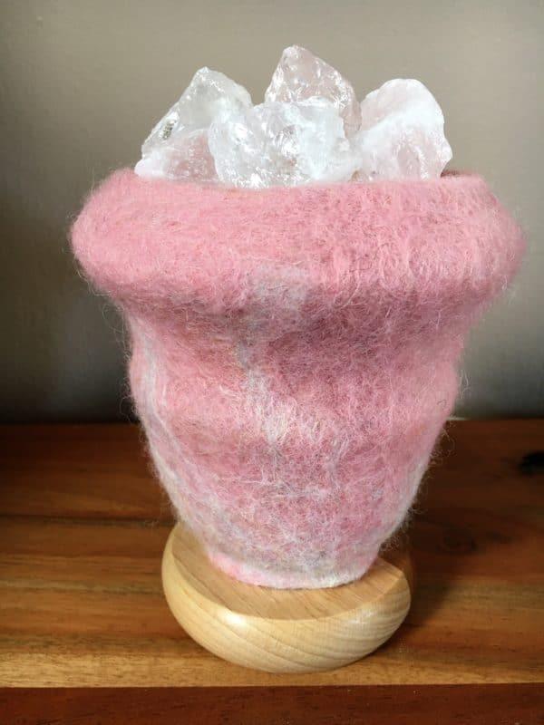 Edelstein Filzlampe 015 - rosa glanzfein weiß mit Bergkristall und Rosenquarz 8 SanjaNatur