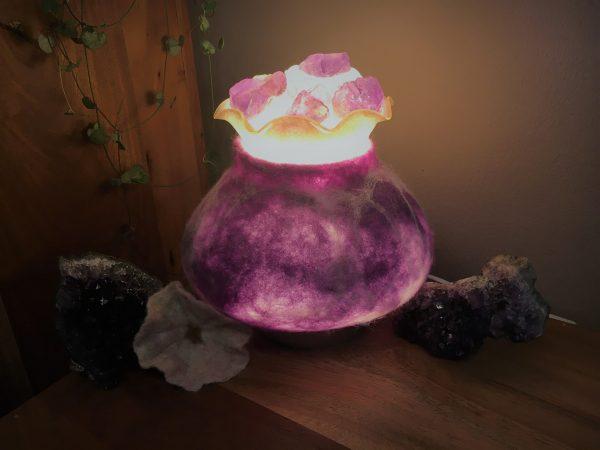 Edelstein Filzlampe 019 - lila glanzfein weiß mit Bergkristall und Amethyst 1 SanjaNatur