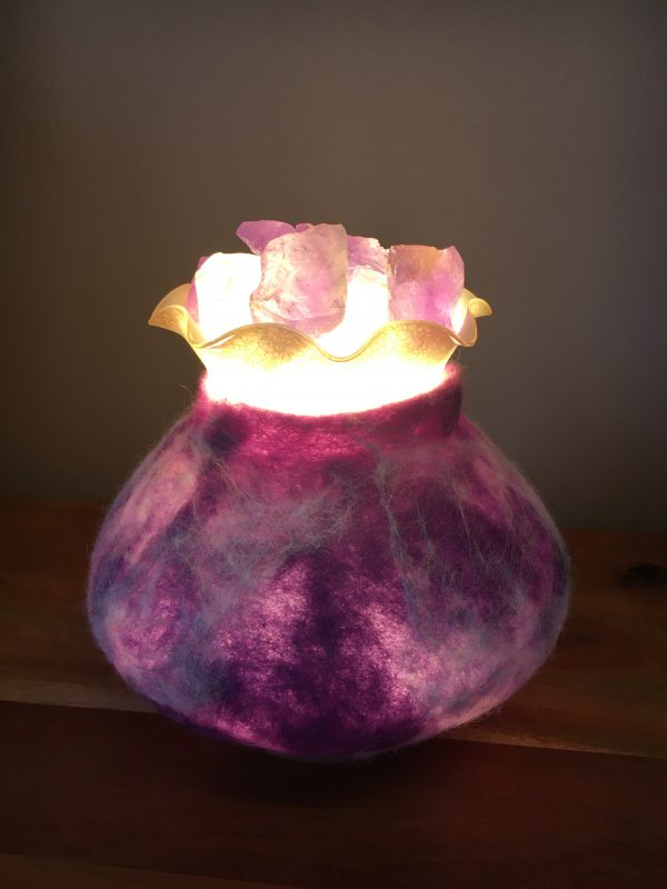 Edelstein Filzlampe 019 - lila glanzfein weiß mit Bergkristall und Amethyst 6 SanjaNatur