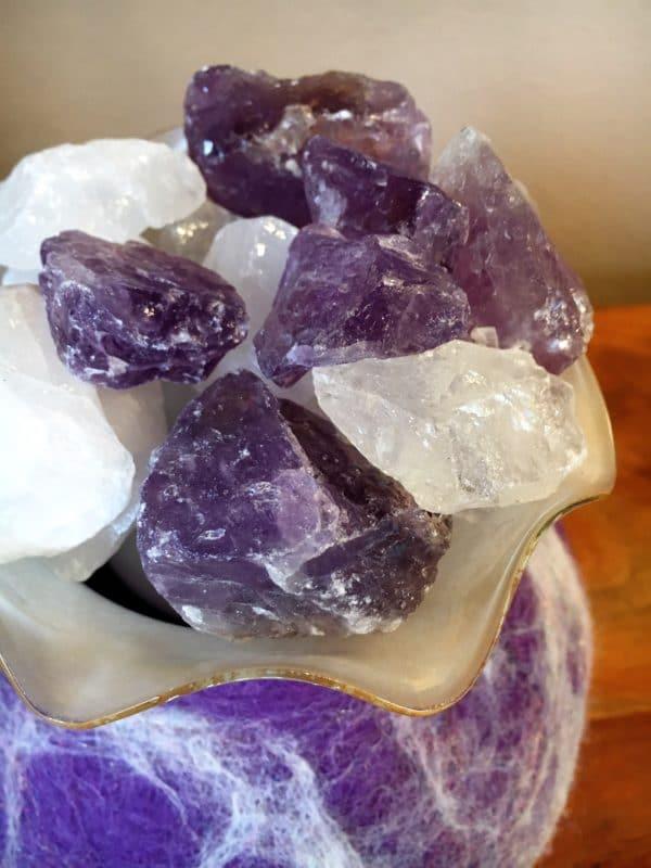 Edelstein Filzlampe 019 - lila glanzfein weiß mit Bergkristall und Amethyst 10 SanjaNatur