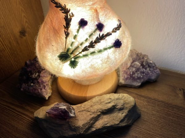 Edelstein Filzlampe 024 - Lavendel glanzfein weiß mit Amethyst und echtem Lavendel 3 SanjaNatur