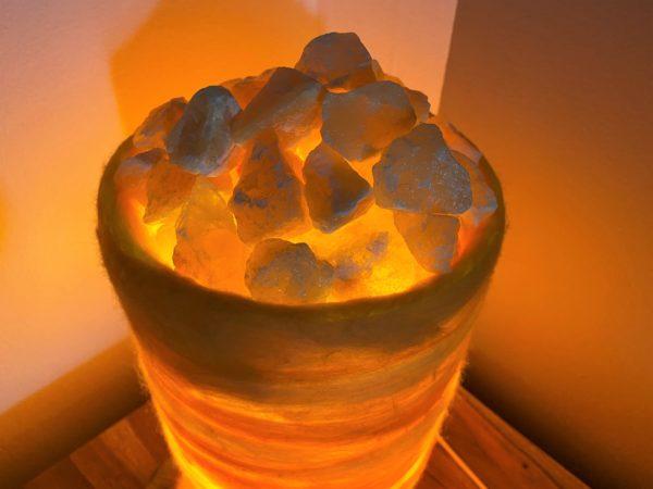 Filzlampe 031 gelb orange mit Salzkristall und Orangencalzit 5 SanjaNatur