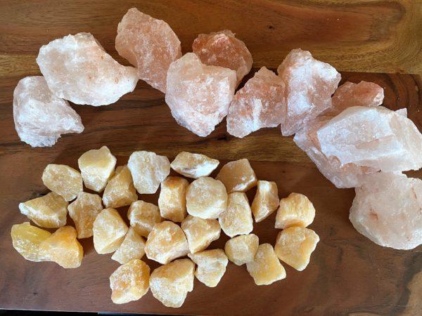 Filzlampe 031 gelb orange mit Salzkristall und Orangencalzit 11 SanjaNatur