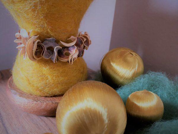 Edelstein Filzlampe Ø10cm 035 - gelb mit Carneol und Goldfluss 7 SanjaNatur