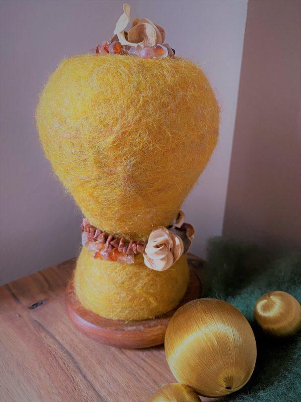 Edelstein Filzlampe Ø10cm 035 - gelb mit Carneol und Goldfluss 6 SanjaNatur