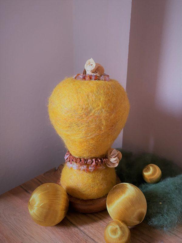 Edelstein Filzlampe Ø10cm 035 - gelb mit Carneol und Goldfluss 8 SanjaNatur