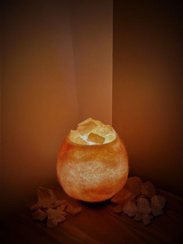Edelstein Filzlampe 036 - rose glanzfein weiß mit Rosenquarz und Salzkristall 4 SanjaNatur