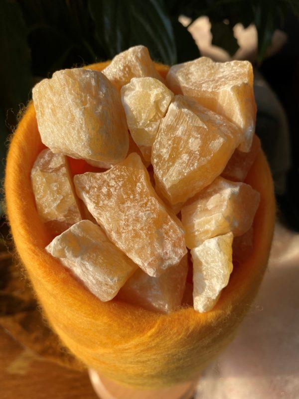 Edelstein Filzlampe 041 - gelb-orange mit Orangencalzit 2 SanjaNatur