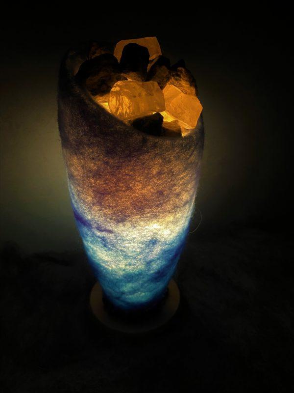 Edelstein Filzlampe 042 - blaues Wunder mit Sodalith und Bergkristall 6 SanjaNatur