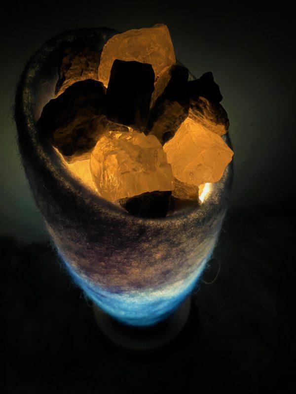Edelstein Filzlampe 042 - blaues Wunder mit Sodalith und Bergkristall 8 SanjaNatur