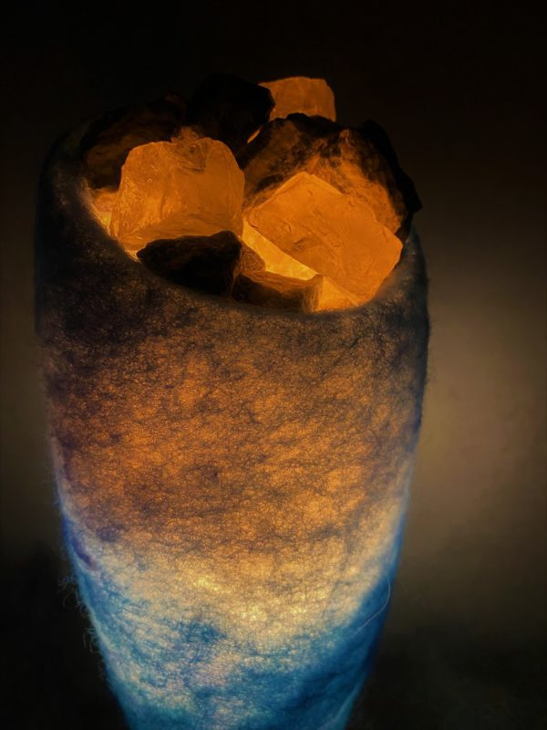 Edelstein Filzlampe 042 - blaues Wunder mit Sodalith und Bergkristall 9 SanjaNatur