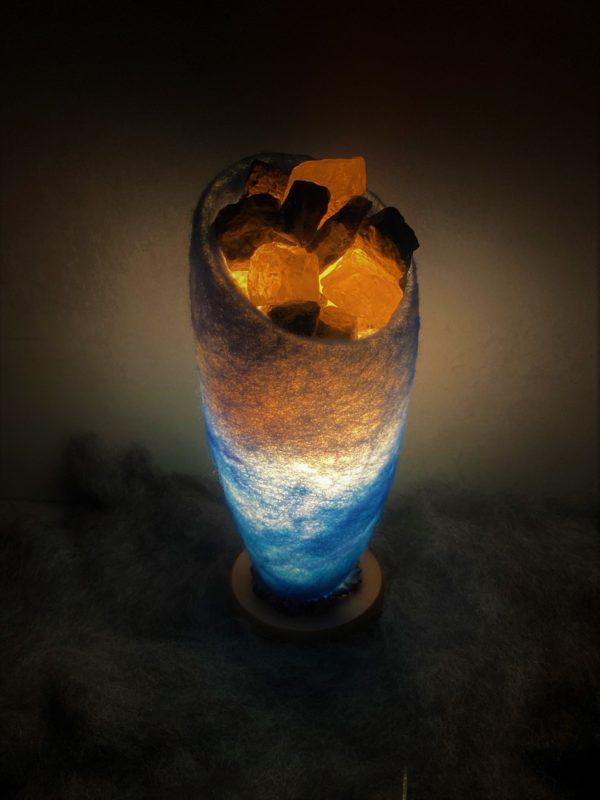 Edelstein Filzlampe 042 - blaues Wunder mit Sodalith und Bergkristall 10 SanjaNatur