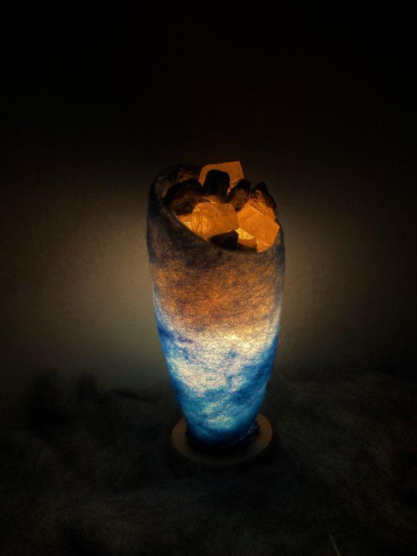 Edelstein Filzlampe 042 - blaues Wunder mit Sodalith und Bergkristall 7 SanjaNatur