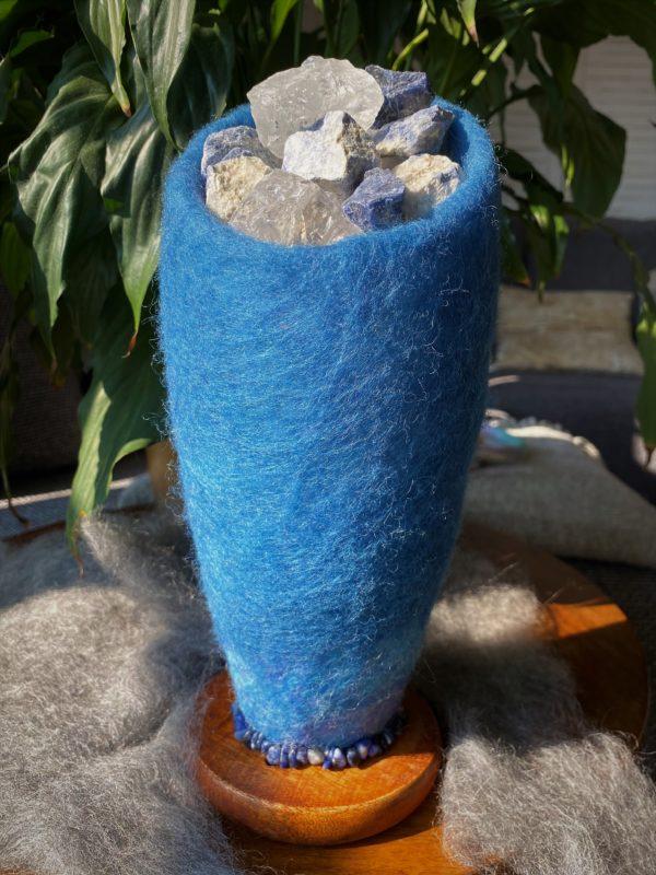 Edelstein Filzlampe 042 - blaues Wunder mit Sodalith und Bergkristall 3 SanjaNatur