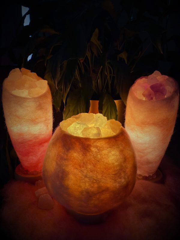 Edelstein Filzlampe 048 - glanzfein weiß - rosa mit Rosenquarz, Bergkristall und Salzkristall 9 SanjaNatur