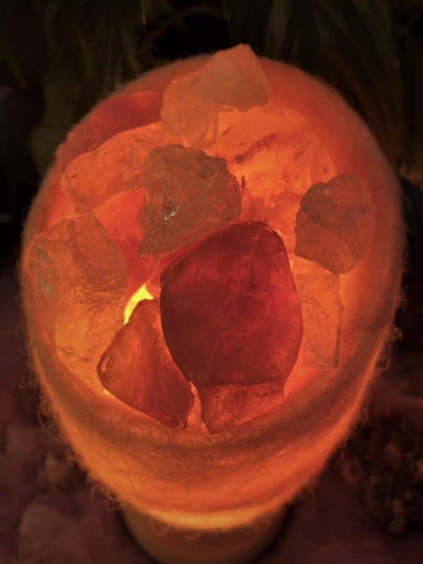 Edelstein Filzlampe 047 - glanzfein weiß mit Amethyst, Bergkristall und Salzkristall 9 SanjaNatur