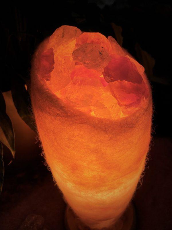 Edelstein Filzlampe 047 - glanzfein weiß mit Amethyst, Bergkristall und Salzkristall 10 SanjaNatur
