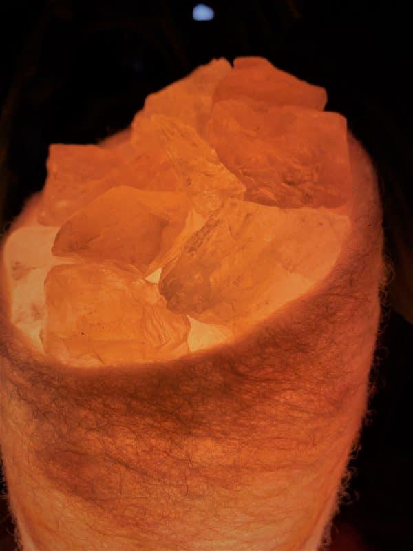 Edelstein Filzlampe 048 - glanzfein weiß - rosa mit Rosenquarz, Bergkristall und Salzkristall 8 SanjaNatur