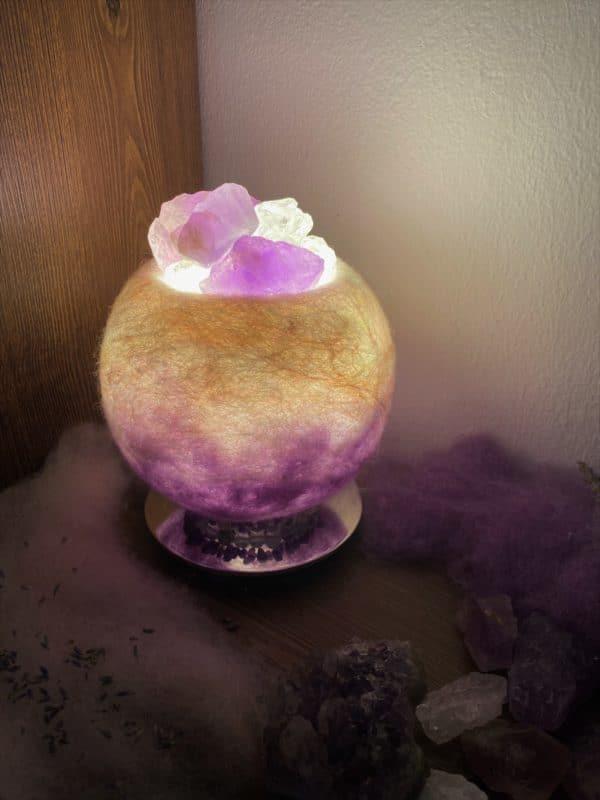 Edelstein Filzlampe 051 - lila und glanzfein weiß mit Amethyst und Bergkristall 5 SanjaNatur