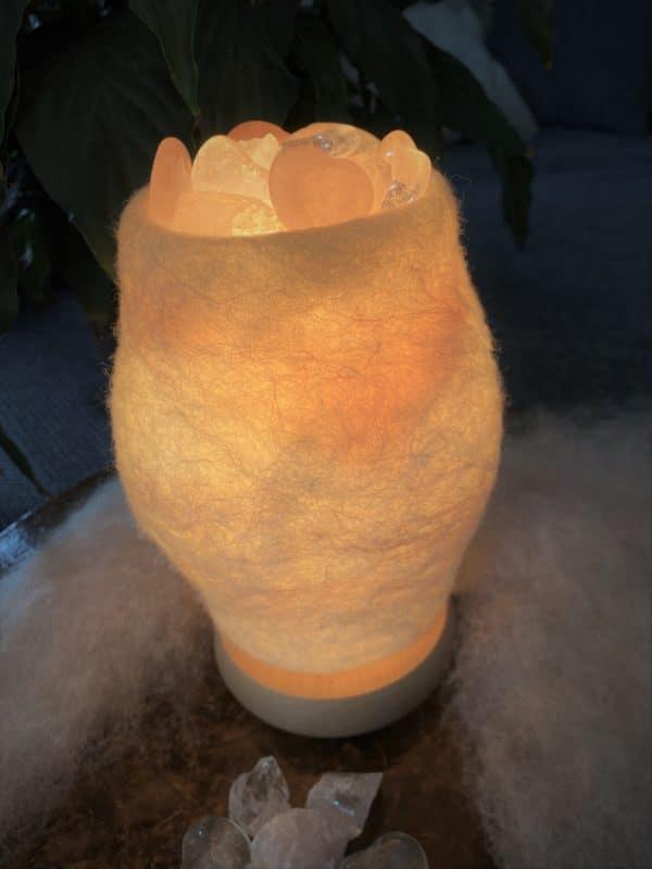 Edelstein Filzlampe 061 - weiß + glanzfein weiß mit Rosenquarz, Bergkristall und Salzkristall 5 SanjaNatur
