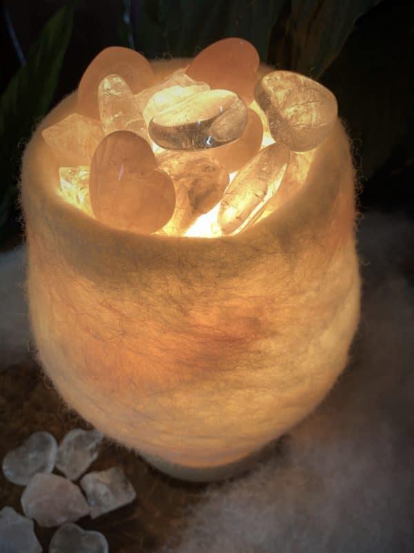 Edelstein Filzlampe 061 - weiß + glanzfein weiß mit Rosenquarz, Bergkristall und Salzkristall 7 SanjaNatur