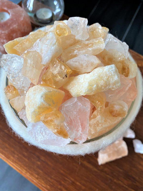 Edelstein Filzlampe 078 - creme/weiß mit Citrin, Orangencalzit, Bergkristall und Salzkristall 5 SanjaNatur