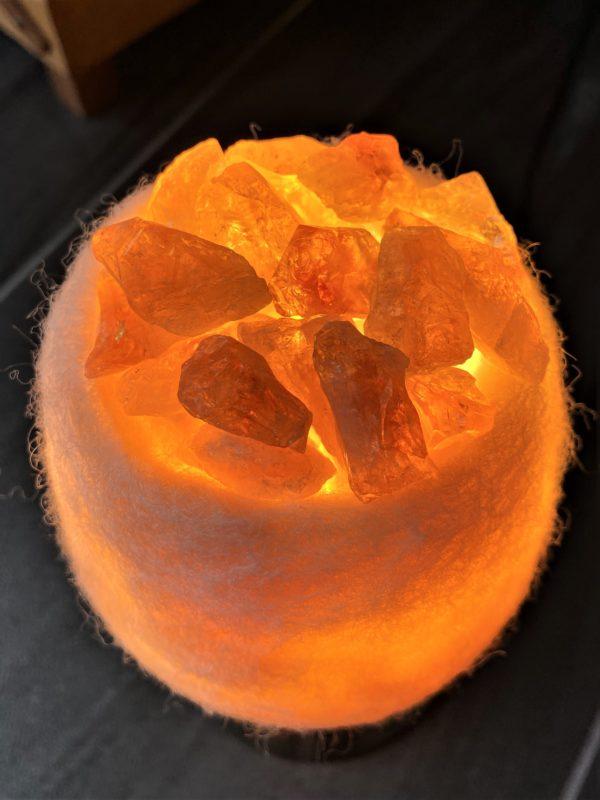 Edelstein Filzlampe 079 - creme/weiß mit Citrin, Orangencalzit und Bergkristall 4 SanjaNatur