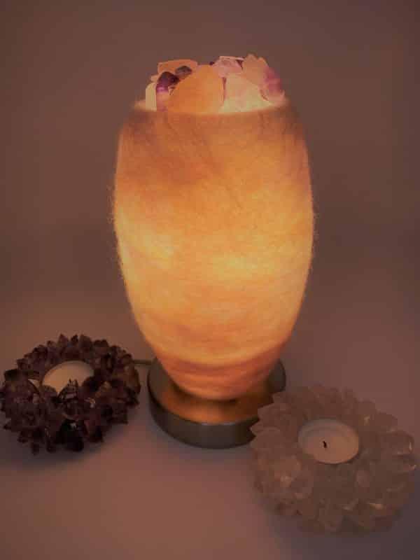 Edelstein Filzlampe 080 - glanzfein weiß mit Amethyst, Bergkristall, Rosenquarz und Salzkristall 1 SanjaNatur