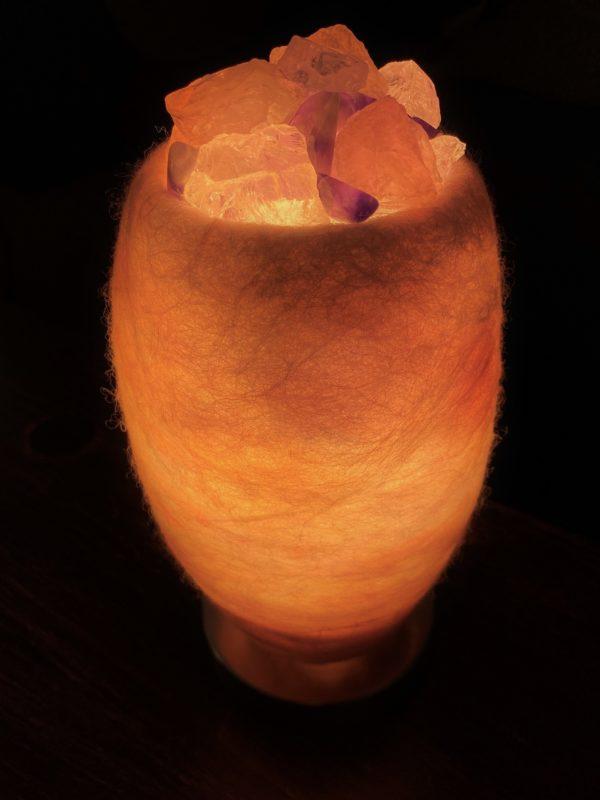 Edelstein Filzlampe 080 - glanzfein weiß mit Amethyst, Bergkristall, Rosenquarz und Salzkristall 5 SanjaNatur