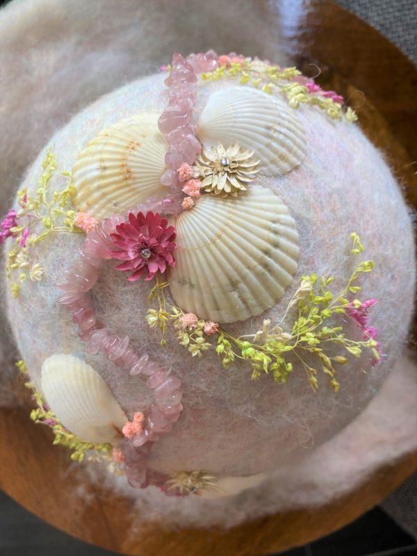 Filzlampe Ø17cm Rosenquarz - mit Muscheln und echten Blüten 9 SanjaNatur